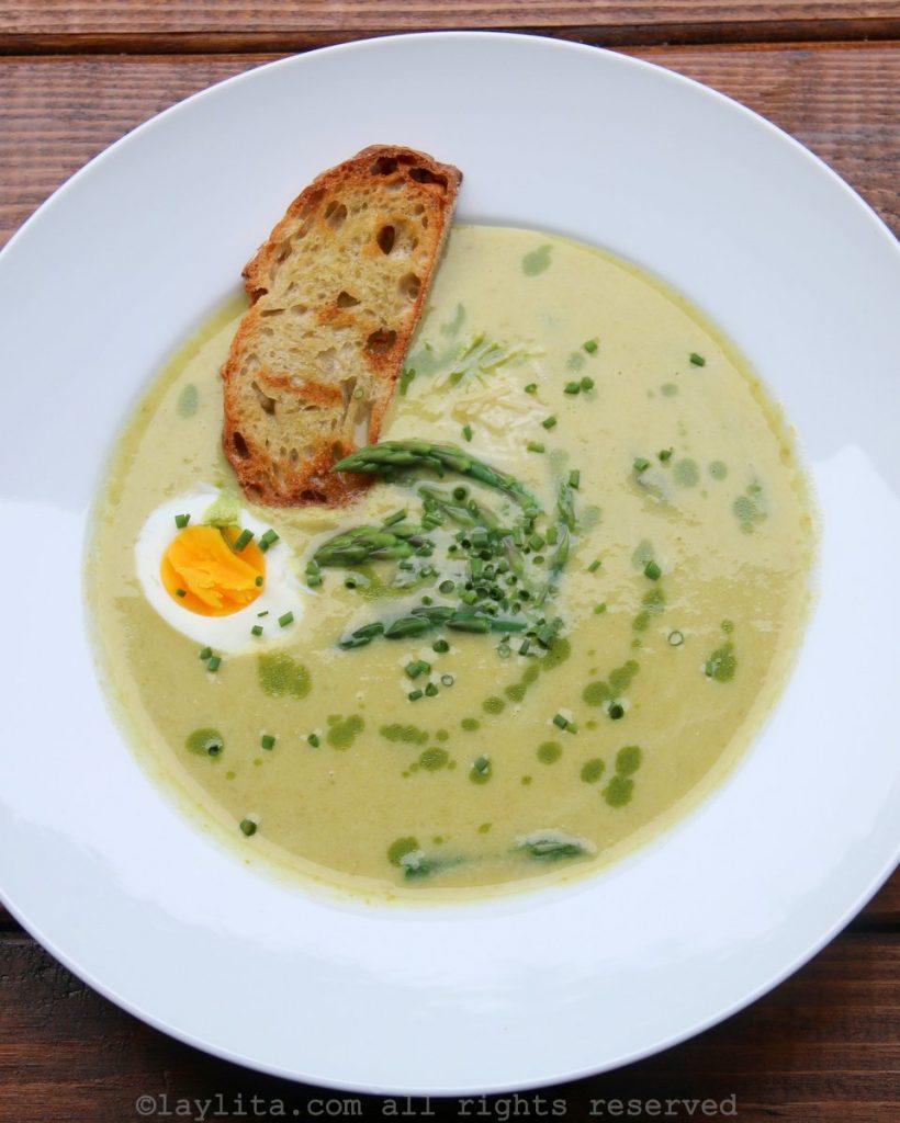 Sopa cremosa de espárragos - receta fácil y casera