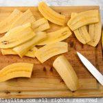 Preparación de las tajadas de plátano para el pabellón venezolano