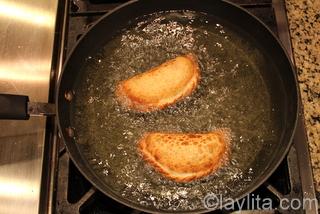 7- Puede hornear o freir las empanadas hasta que esten doradas
