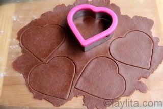 Tambien puede usar otras formas, como corazones para las empanadas