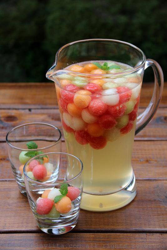 Sangria blanca con melon y vino moscato