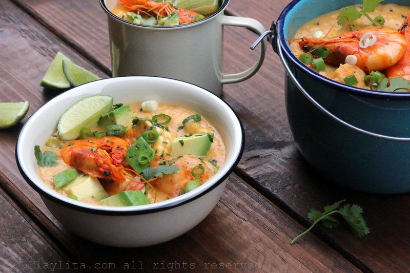 Chowder de camarón y maíz tierno/choclo/elote