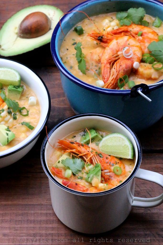Chowder o locro de camarón con choclo/maíz tierno