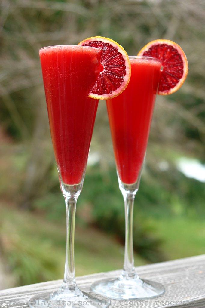 Coctel espumante con champan, naranja roja y Campari
