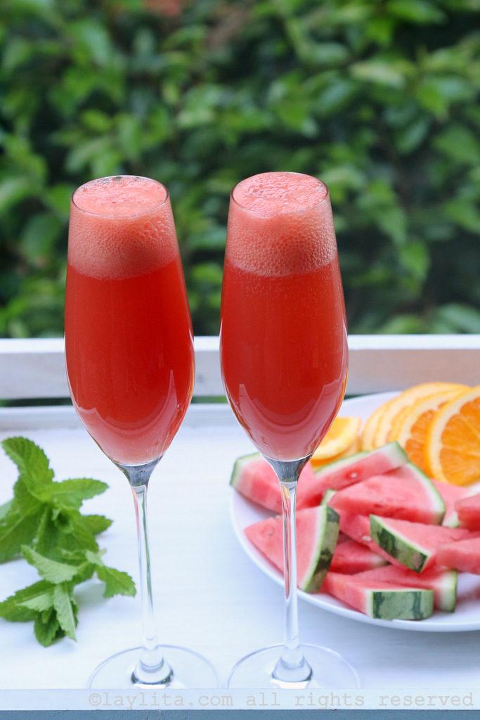 Coctel mimosa con naranja y sandía