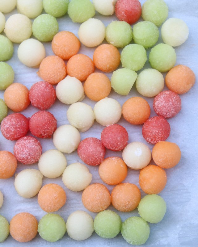 Como hacer hielos de fruta congeladas con bolitas de melon