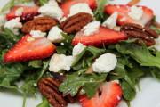 Ensalada de fresas y queso de cabra