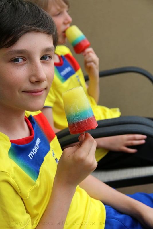 Helados con los colores de la bandera ecuatoriana