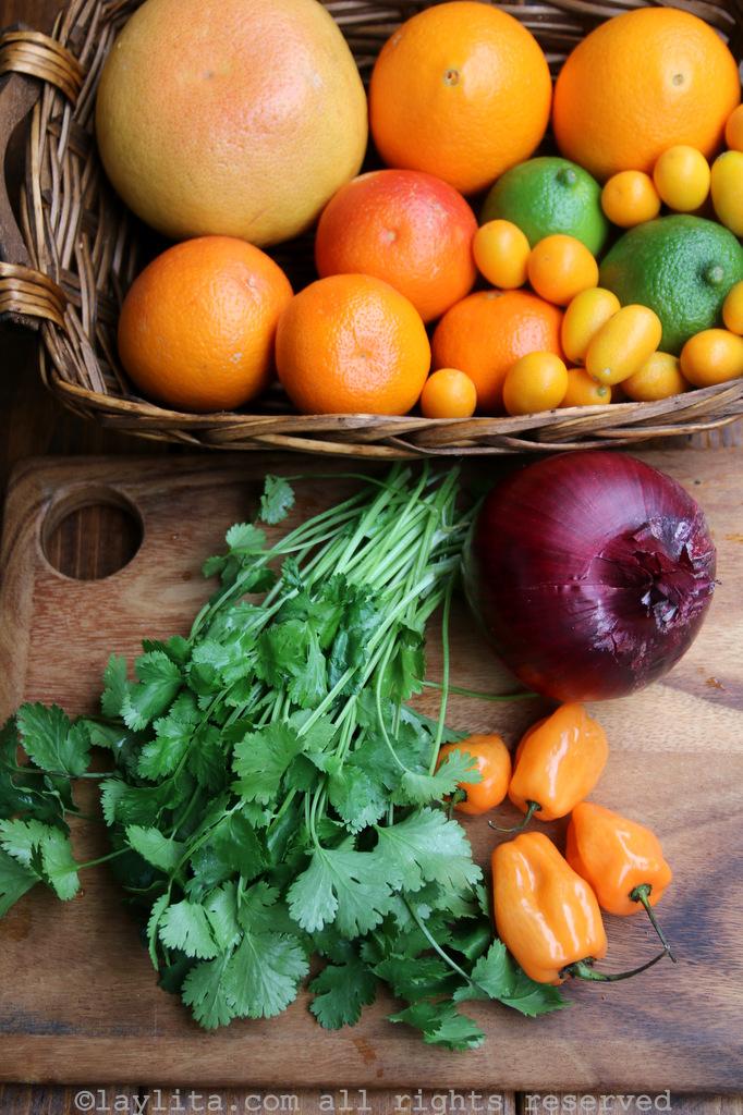 Ingredientes para la salsa picante de naranja y frutas cítricas con habanero