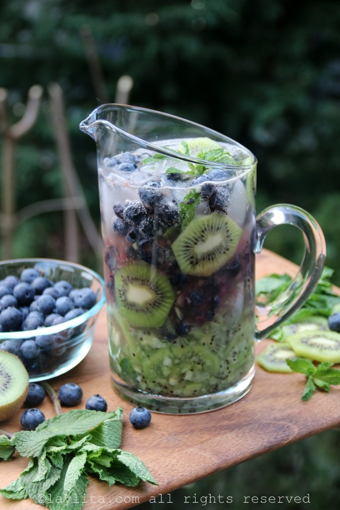 Mojitos de kiwi y arándanos o blueberries
