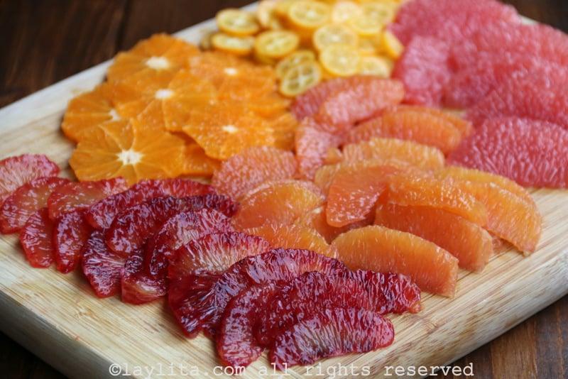 Naranjas y frutas cítricas para preparar una salsa picante