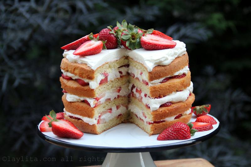 Pastel de fresas o frutillas y crema