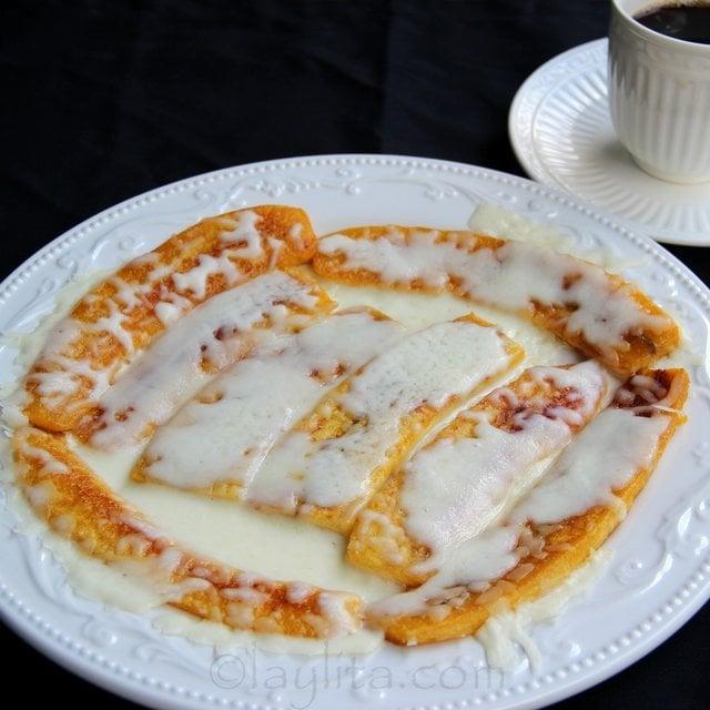 Platanos maduros con queso