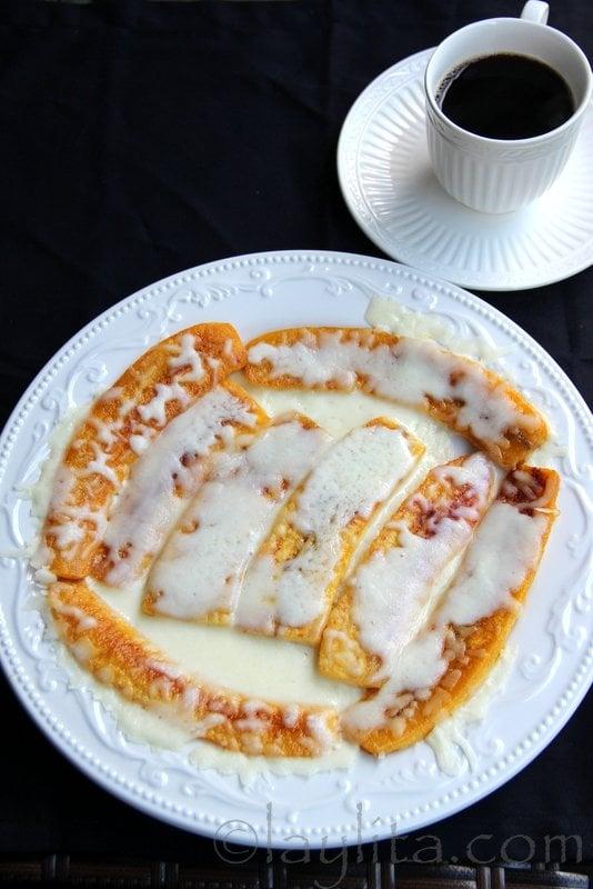 Platanos maduros fritos con cafecito