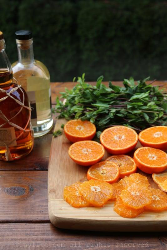 Preparando mojitos de mandarina