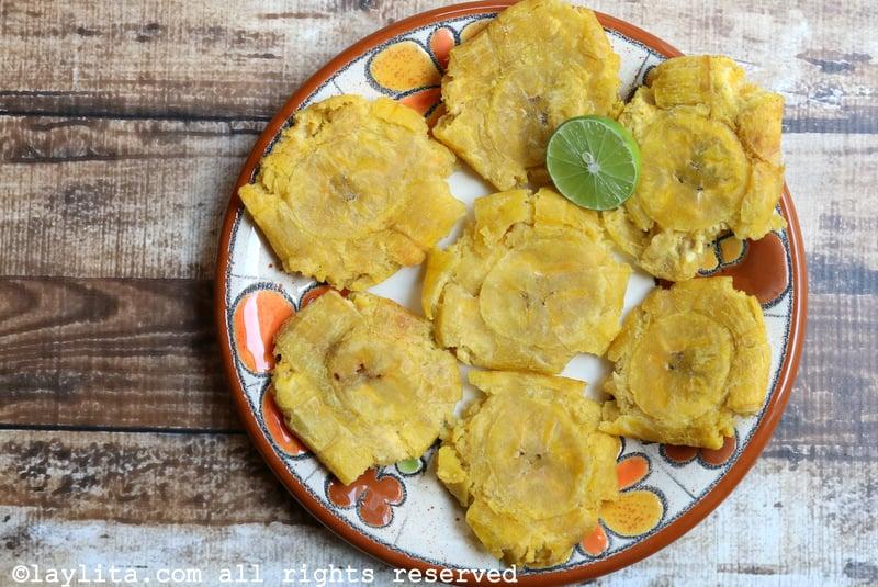 Patacones o tostones {Plátanos verdes fritos}