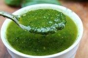 Salsa de albahaca con ajo y aceite de oliva