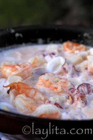 Salsa de mariscos al ajillo con crema y vino blanco