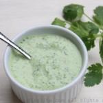 Salsa picante de yogur con cilantro (y jalapeños)