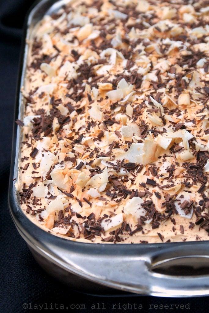 Torta o pastel tres leches con dulce de leche y coco