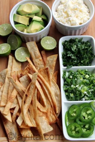 Guarniciones para la sopa de tortilla