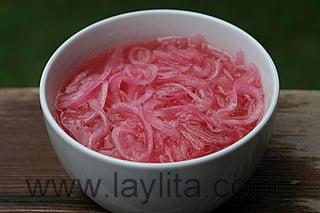 Cebollas curtidas (cebolas roxas marinadas)