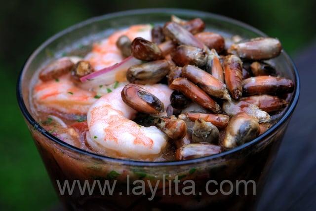 Maïs sec en décoration du ceviche de crevettes
