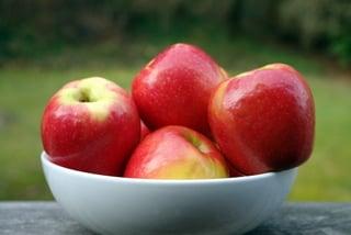 Pommes fraîches pour la salade frisée