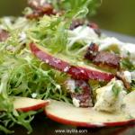 Salade frisée aux lardons et fromage de chèvre
