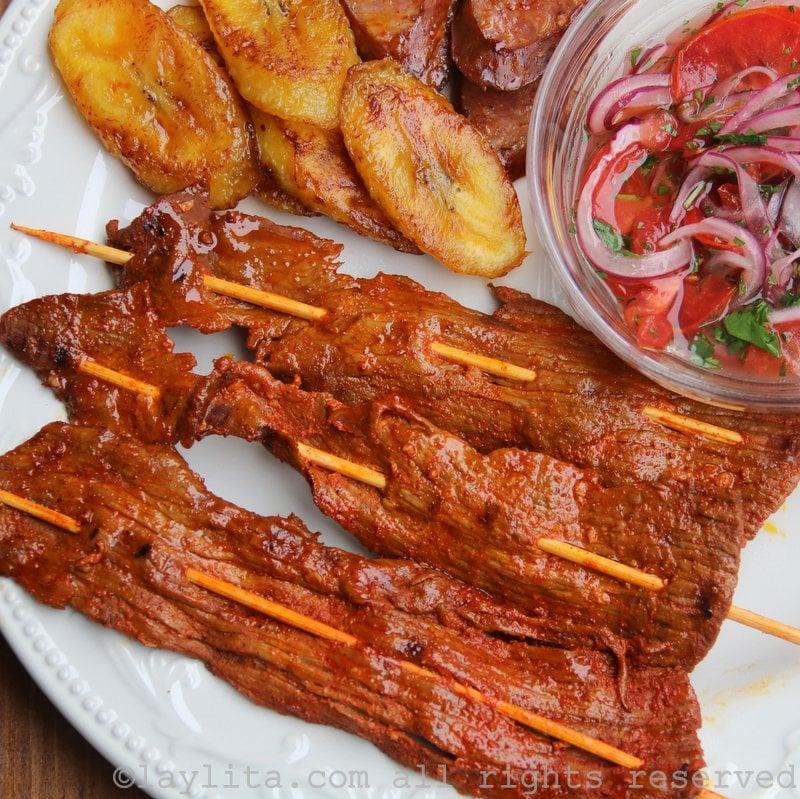 Carne en palito // Tranchettes de steak en brochettes