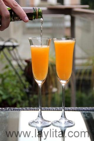 Ajouter le champagne ou vin mousseux équivalent.