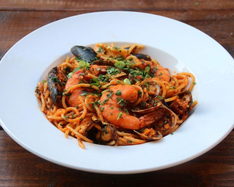 Spaghetti aux fruits de mer {Tallarines con mariscos}
