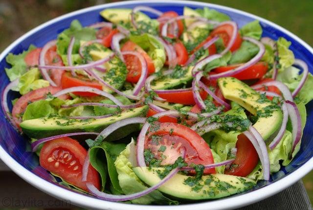 Salade coriandre avec vinaigrette au citron vert faite maison