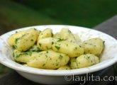 Petites pommes de terre sautées au beurre et au persil.