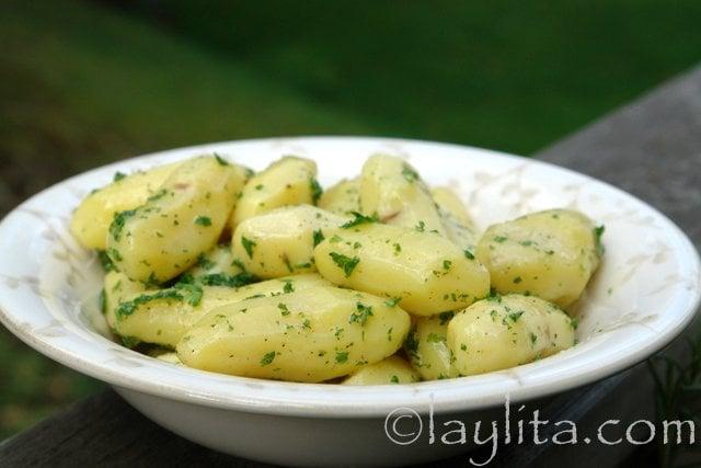 Petites pommes de terre persillées au beurre