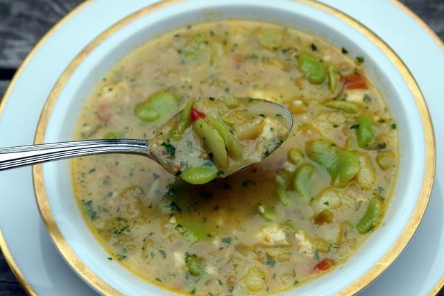 Soupe de fèves au fromage