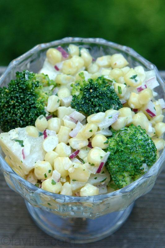 Salade russe aux pommes de terre et aux brocolis