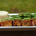 Brochettes de thon grillées à la sauce verte