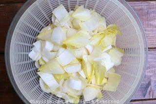 Préparation de la salade d'endives