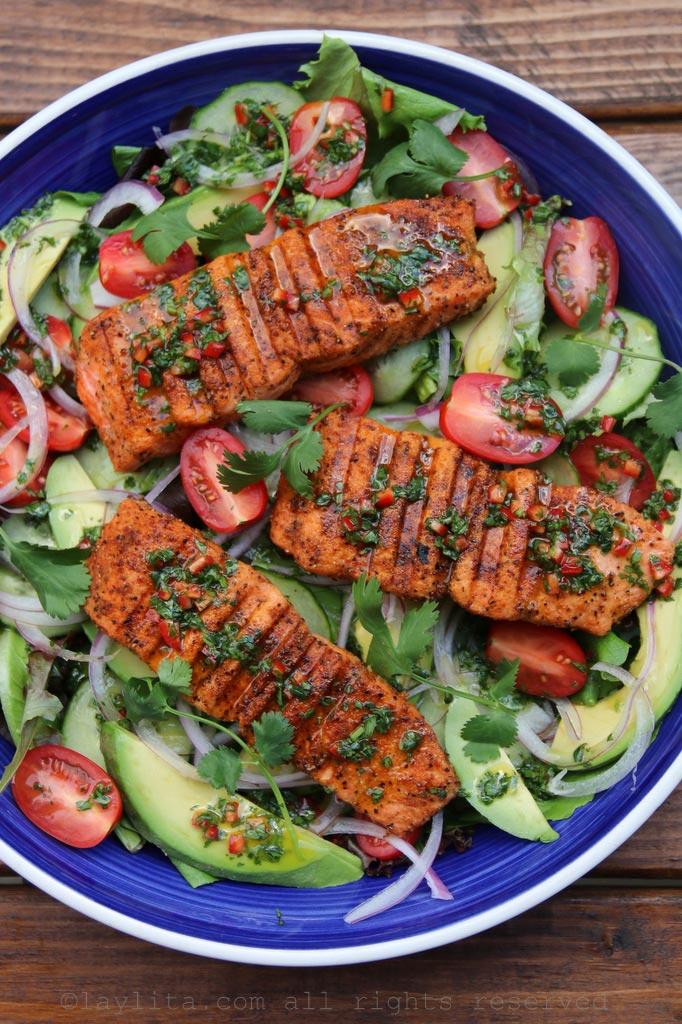 Salade d'avocat et saumon grillé