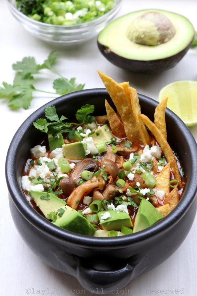 soupe de champignons et tortillas mexicaines recettes de laylita. Black Bedroom Furniture Sets. Home Design Ideas
