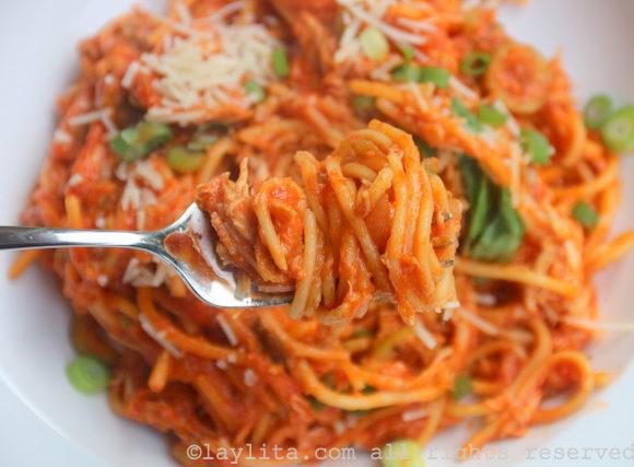 Spaghettis au poulet de ma grand-mère {Tallarines con pollo}