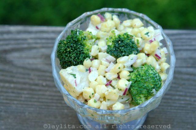 Salade de brocolis, maïs et pommes de terre