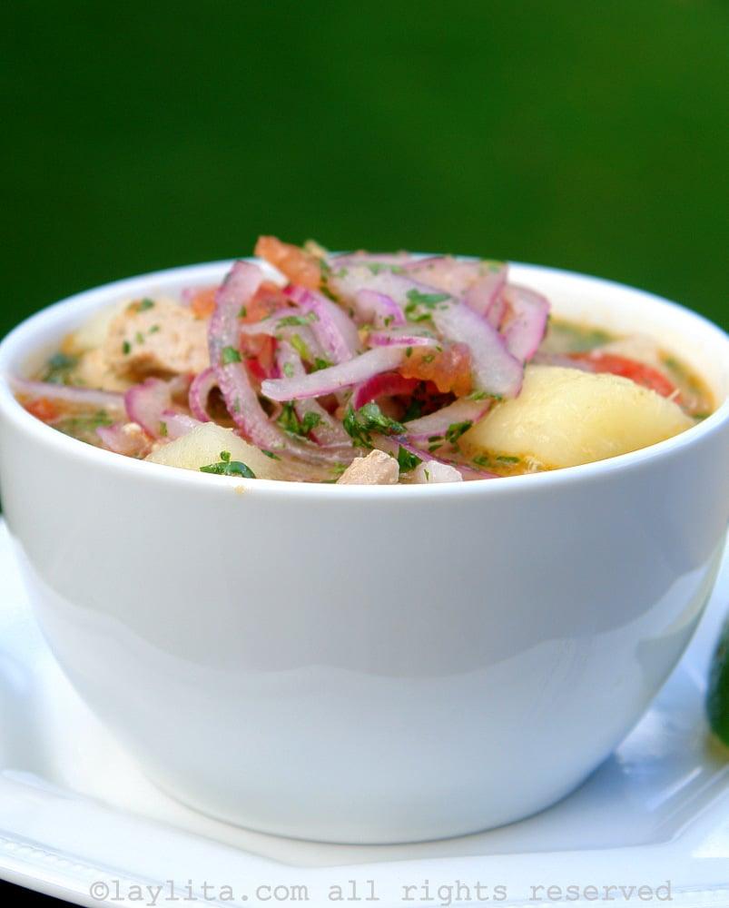 soupe encebollado équatorienne