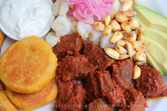 Carne colorada, viande macérée et marinée au roucou