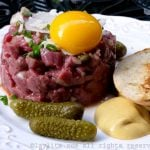Steak tartare traditionnel au boeuf