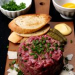 Steak tartare traditionnel au boeuf