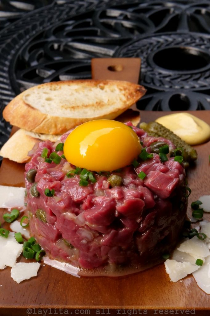 Steak tartare traditionnel de boeuf