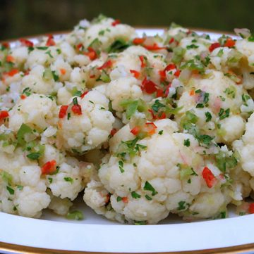 Salade de chou-fleur en vinaigrette epicée aux échalotes