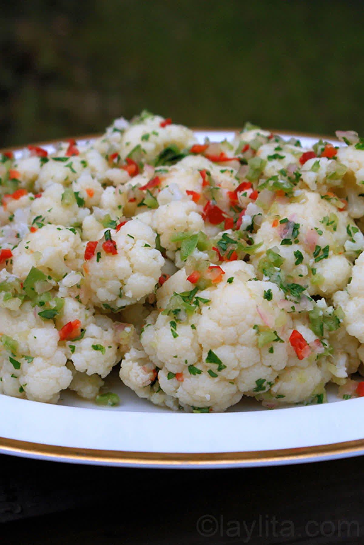 Salade de chou-fleur et sa vinaigrette épicée aux échalotes - Recettes de Laylita